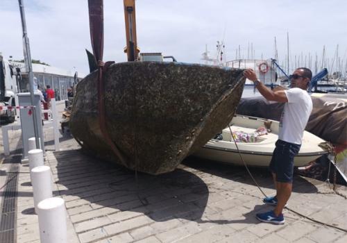 Sequestrate 20 imbarcazioni e 15 ormegggi abusivi al Porticciolo della Cala